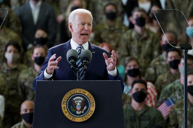 Biden advierte a Rusia de que enfrenta una respuesta