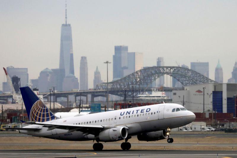 United to split 200-jet order between Boeing, Airbus -sources