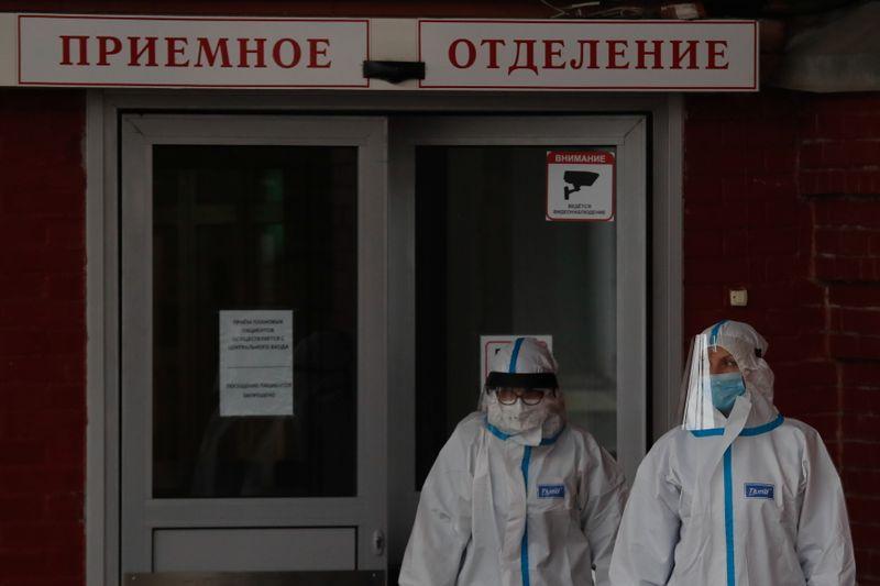 Власти Москвы не планируют ужесточать ограничения на фоне рекордного за полгода числа заболевших COVID-19