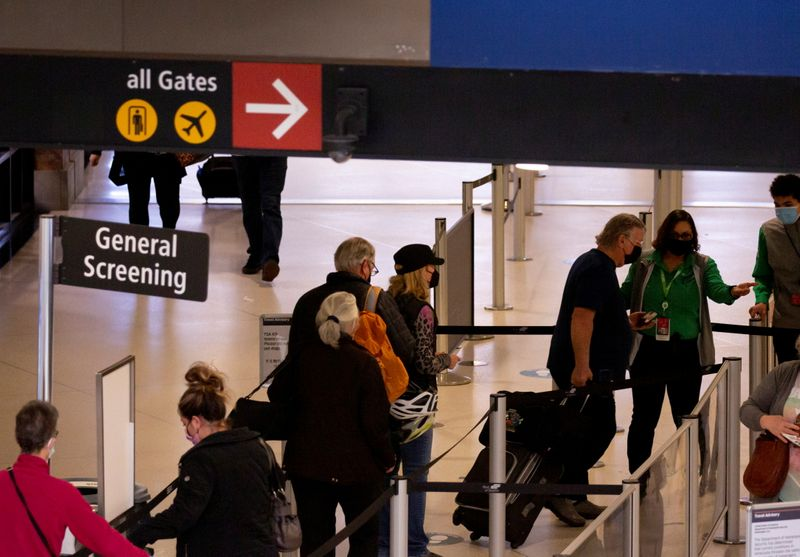 U.S. screens 2.02 million airport passengers Friday - highest since March 2020