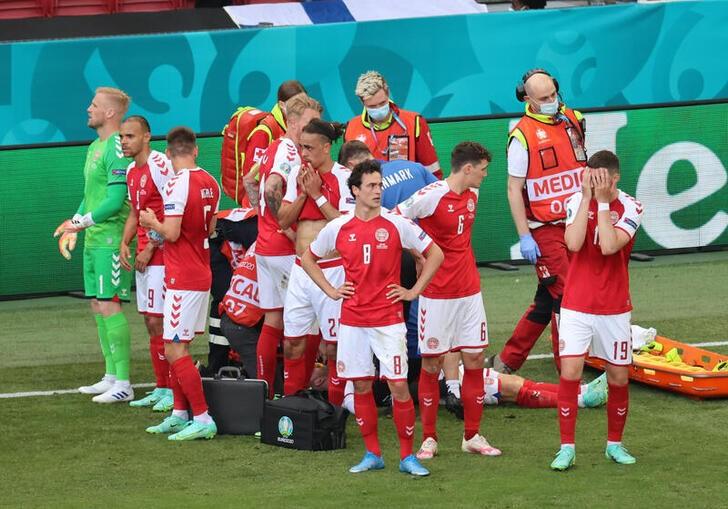 Danés Eriksen está consciente en hospital tras desmayarse en partido de la Eurocopa