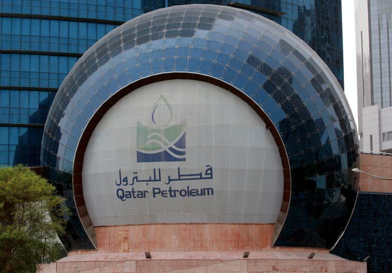 Exclusive-Energy majors bid for Qatar LNG project despite lower returns