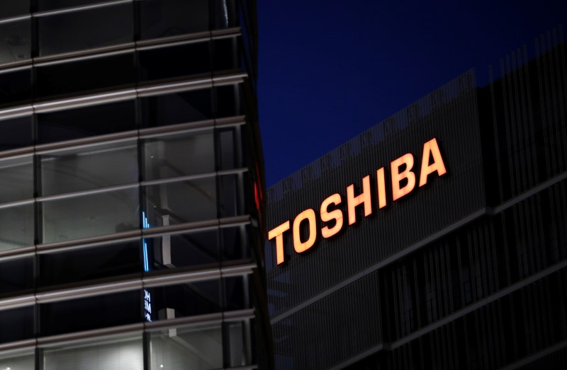 Toshiba's chairman resists calls to resign, to bring in new directors