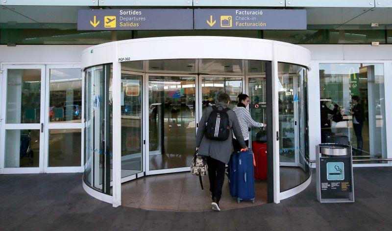 El tráfico en aeropuertos de España cae un 76,1% en mayo frente a 2019 -Aena