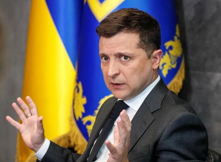 Зеленский опасается провокаций из-за скопления войск РФ у границ Украины