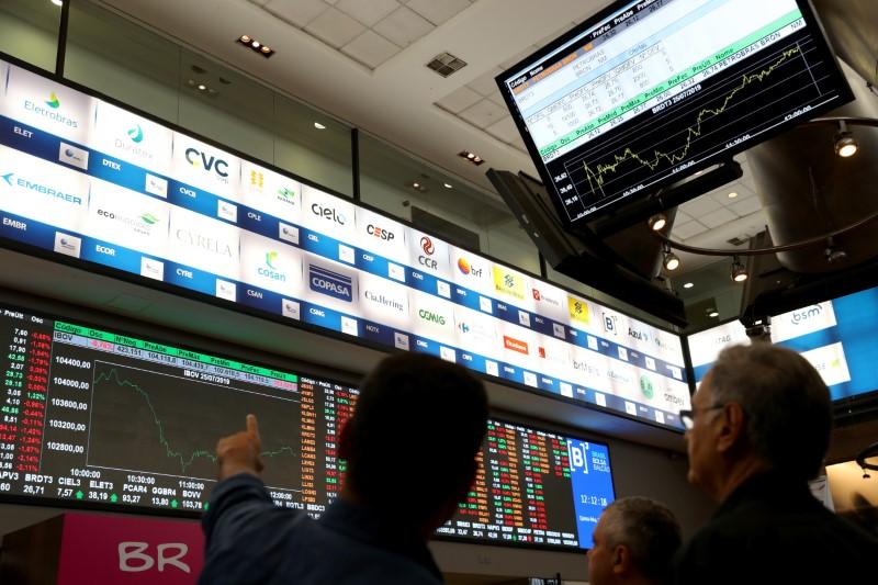 Ibovespa fecha em alta com confiança sobre recuperação econômica