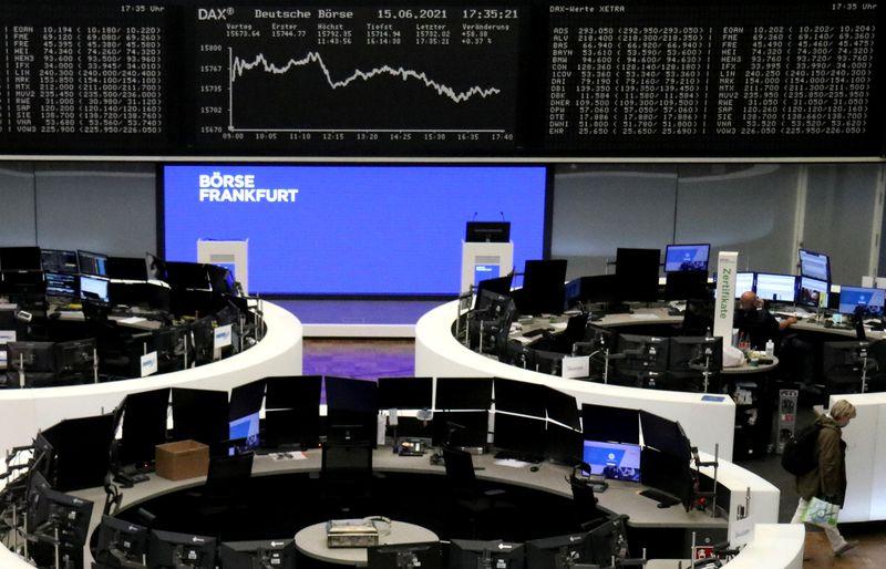 Панъевропейский индекс STOXX близок к рекордному пику благодаря нефти