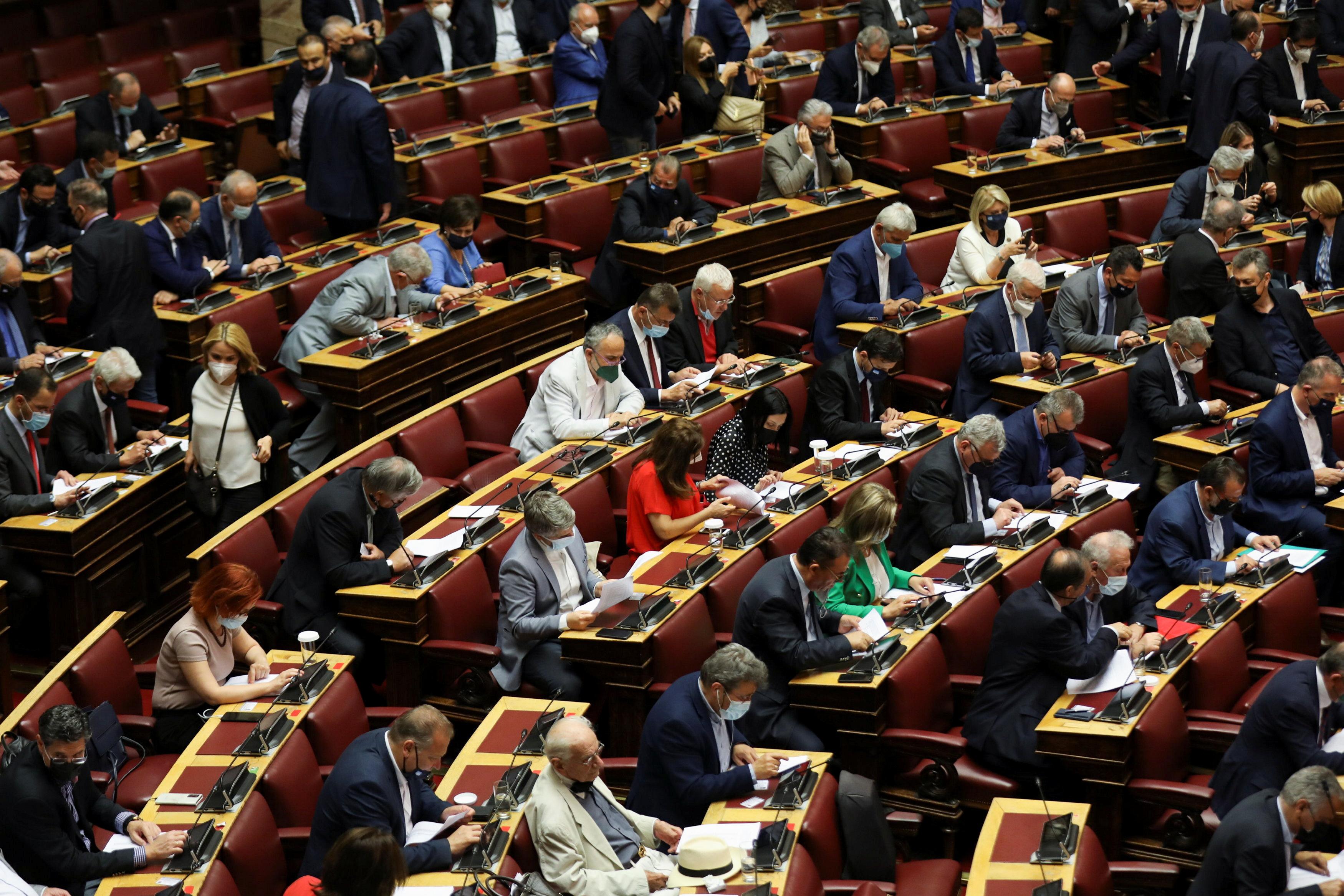 Greek lawmakers pass labour reform amid protests, strike