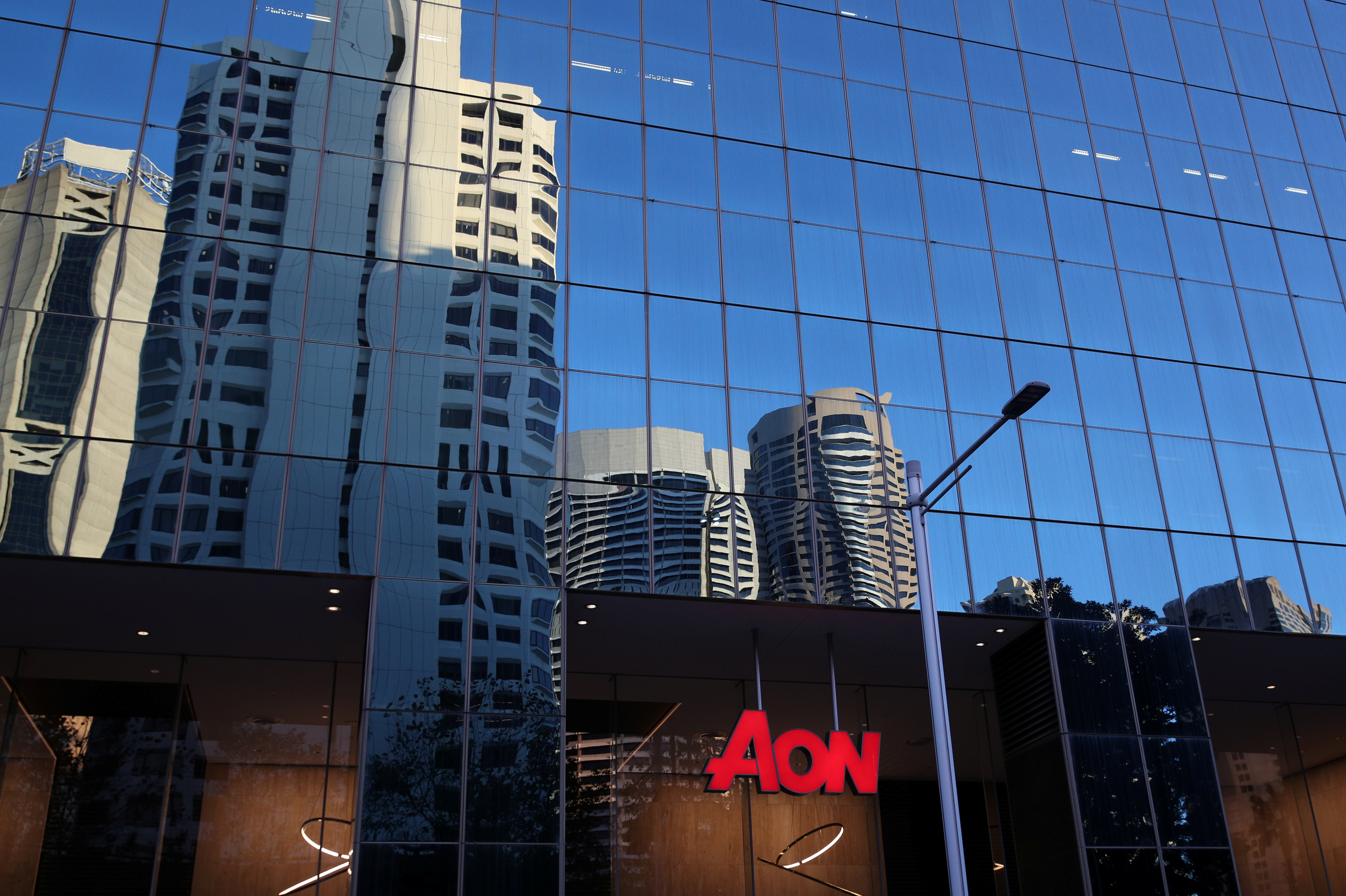 U.S. sues to stop Aon's purchase of Willis Towers Watson