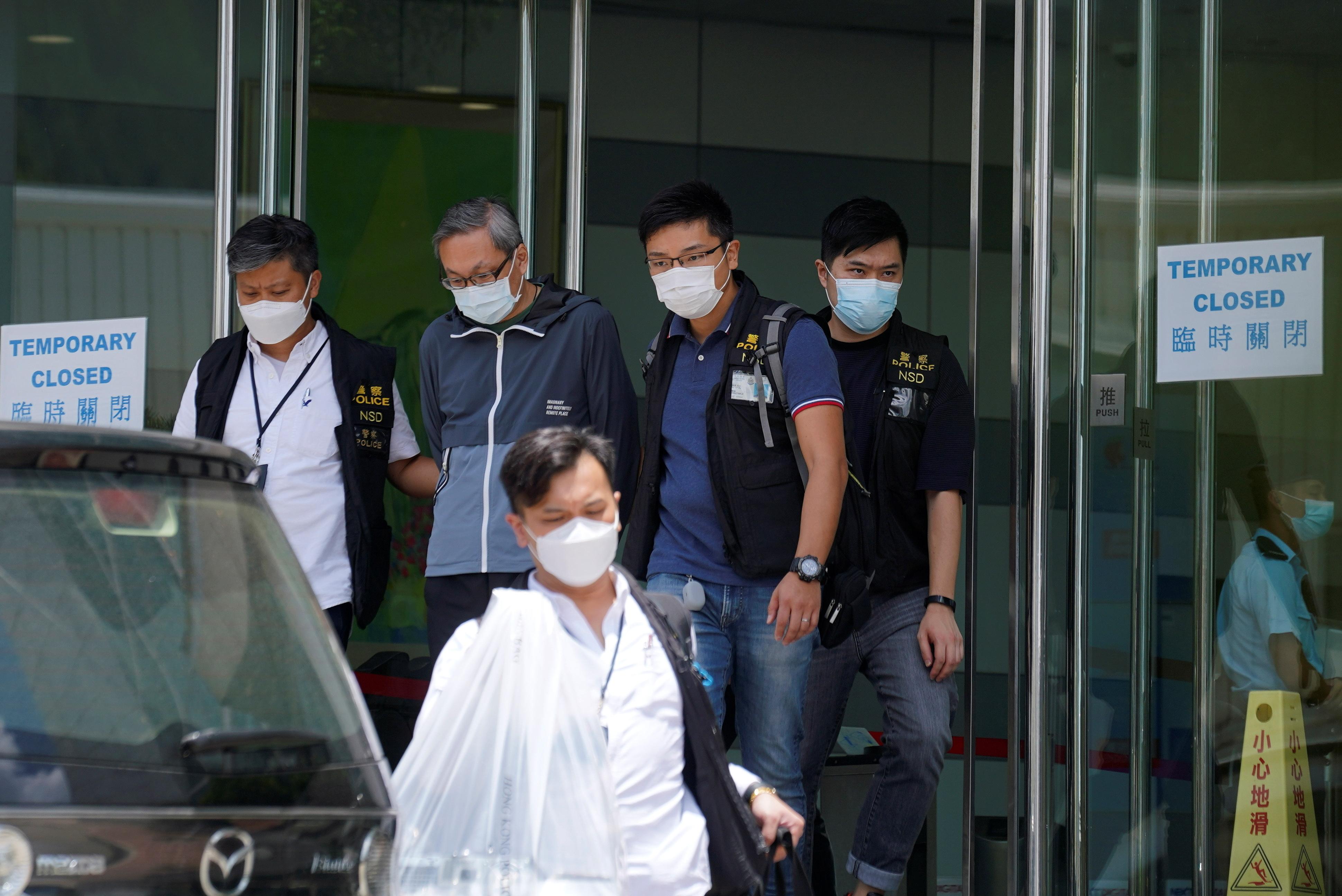 Hong Kong: La police arrête cinq dirigeants du journal Apple Daily