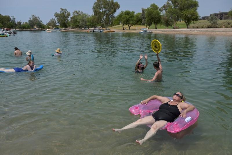 Temperatures soar again in U.S. Southwest heatwave, misery spreads east