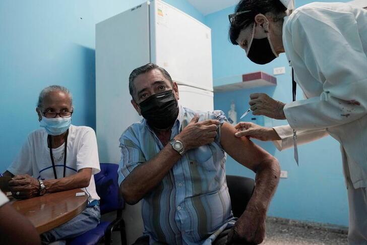 情報BOX:新型コロナウイルス、世界の感染者1億7727万人超 死者399.5万人
