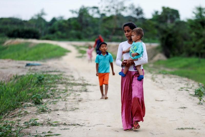 世界の難民、昨年末時点で過去最高8240万人 今年も増加=国連