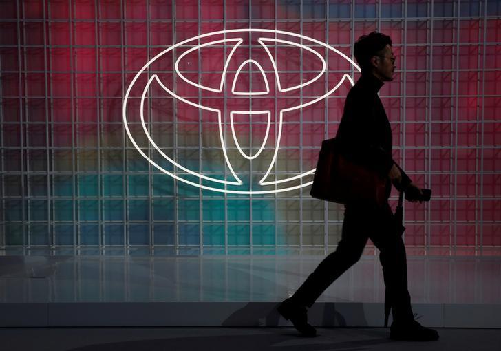 Японские индексы снизились вслед за акциями Toyota и финсектора