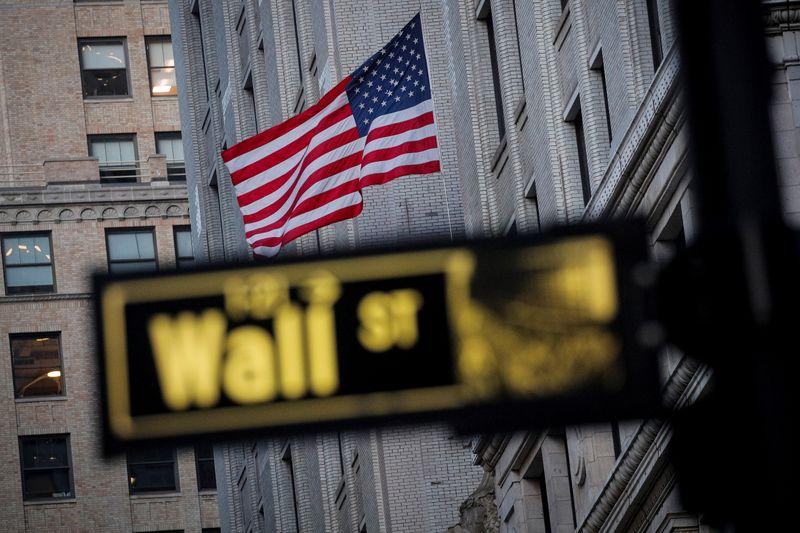 Wall Street cierra con fuerte baja tras palabras de Bullard de la Fed que asustan a inversores