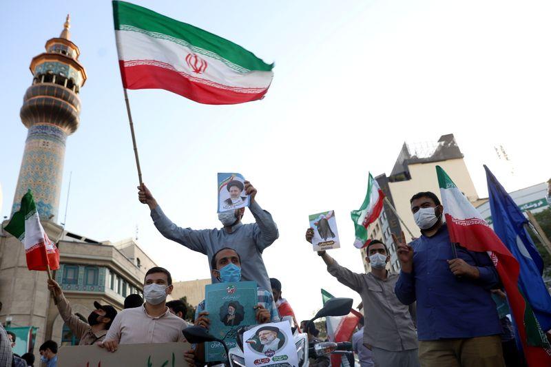 Protegido de Jamenei gana las elecciones en Irán en medio de una baja participación