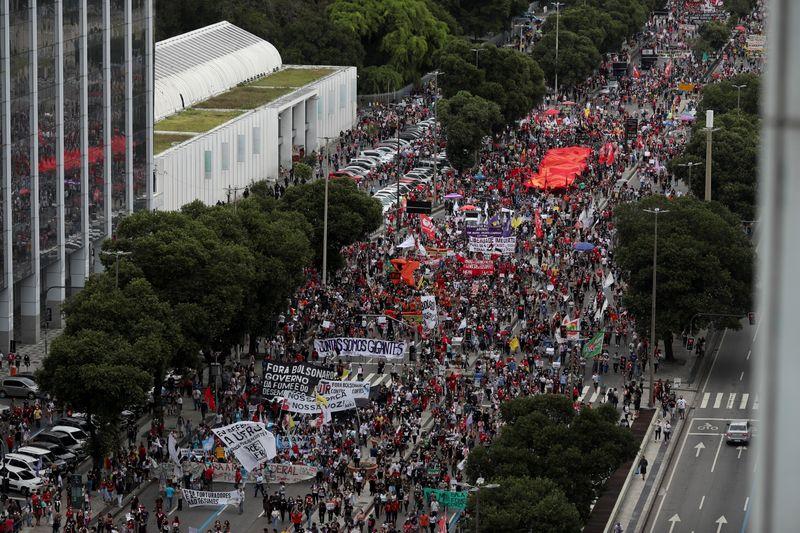 Manifestantes vão às ruas novamente em diversas cidades em atos contra Bolsonaro