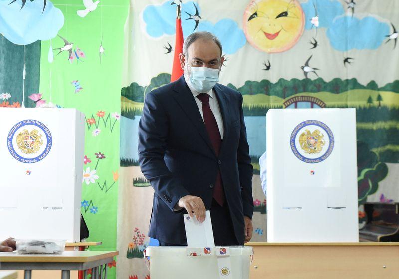 القائم بأعمال رئيس وزراء أرمينيا يعلن فوزه في الانتخابات البرلمانية رغم استمرار الفرز