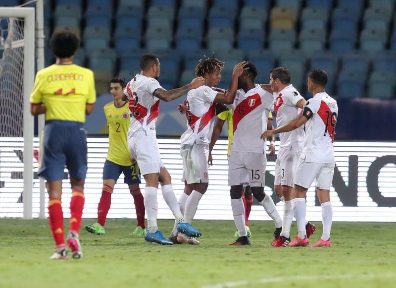 هدف عكسي من مينا يمنح بيرو الفوز 2-1 على كولومبيا في كوبا أمريكا