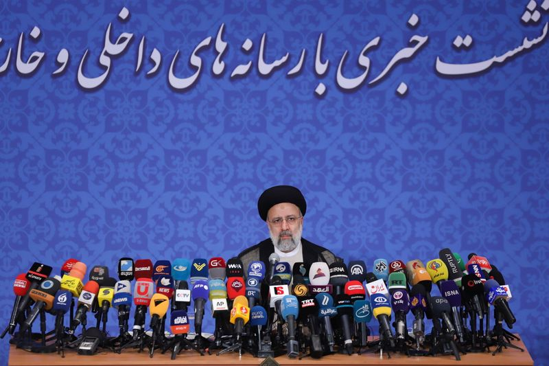رئيس إيران المنتخب يدعم المحادثات النووية ويستبعد اللقاء مع بايدن