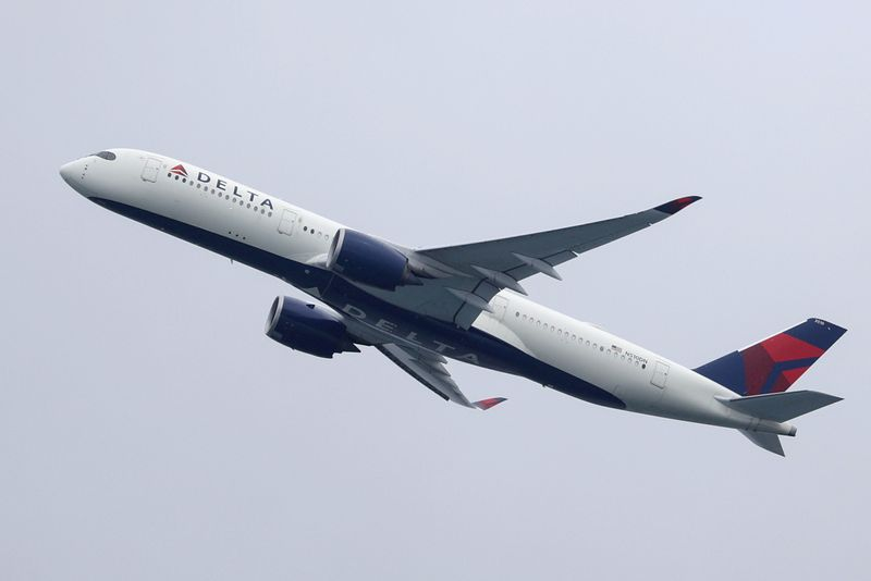 Delta says it is hiring more than 1,000 pilots by next summer -memo