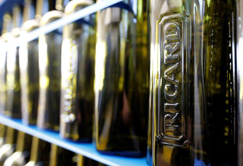 Pernod Ricard relève sa prévision de ROC pour 2020-2021 et grimpe en Bourse