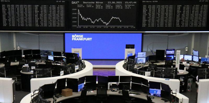 مخاوف التضخم تبقي على أسهم أوروبا دون مستويات قياسية