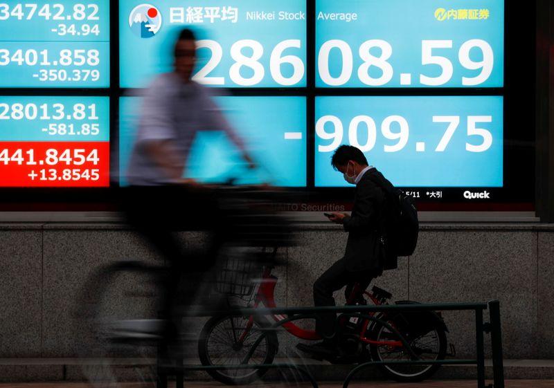 المؤشر نيكي ينخفض 0.22% في بداية التعامل في طوكيو