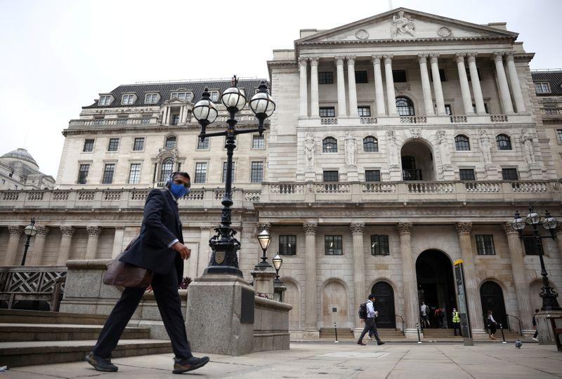 BoE lascia tassi e acquisti bond invariati, vede picco inflazione oltre 3%