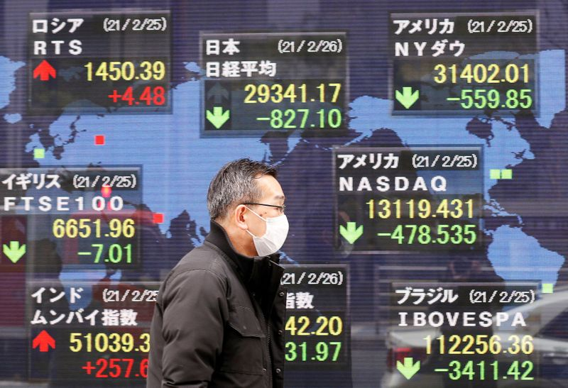 أسهم اليابان ترتفع في ختام الأسبوع مقتفية أثر إغلاق قوي لوول ستريت