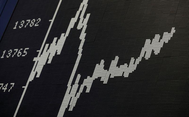 MERCADOS GLOBALES-Bolsas mundiales se muestran optimistas por acuerdo de infraestructura, petróleo cae