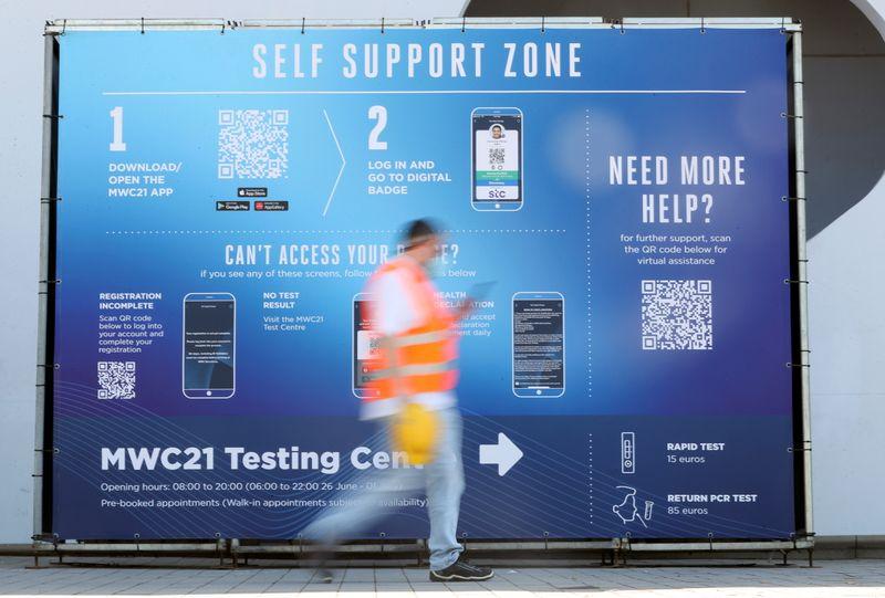 Thousands descend on Barcelona for reboot of MWC mobile tech show