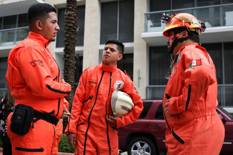Mexican search-and-rescue team on hold near Florida high-rise disaster