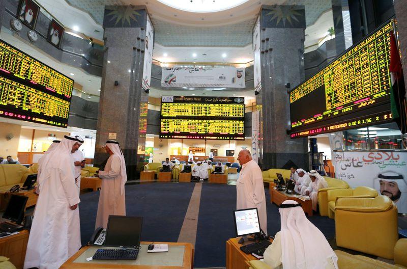 إعادة- أسهم أبوظبي قرب مستوى قياسي مرتفع لكن أسواق الخليج الأخرى تتراجع