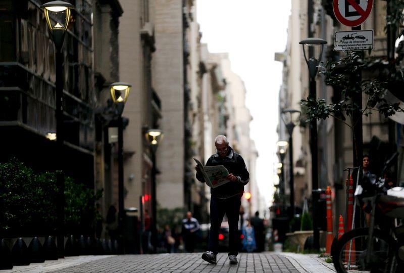 Buenos Aires renews creditor talks in 'last round' push for $7 billion debt deal