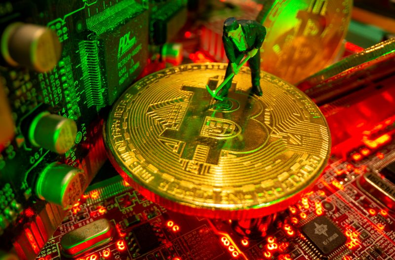 Analysis: Limited capacity, difficult logistics to slow Chinese bitcoin miners' global shift
