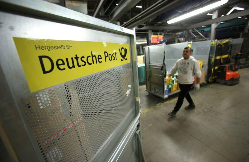 Deutsche Post up outlook, to pay staff pandemic bonus