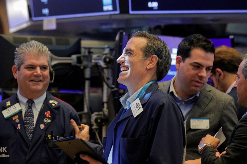 المؤشران إس اند بي 500 وناسداك في بورصة وول ستريت يغلقان عند مستويات قياسية مرتفعة