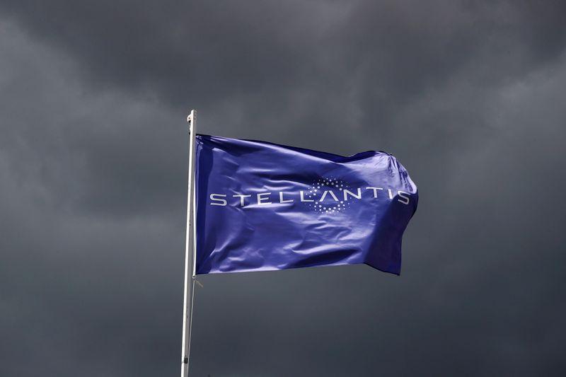 Stellantis aprirà impianto per produzione batterie in Italia - Ceo