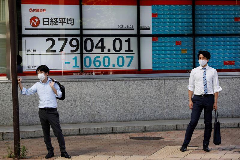 أسهم اليابان تهوي لأدنى مستوى في 8 أسابيع بفعل مخاوف من تباطؤ النمو