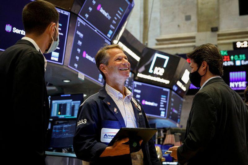 وول ستريت تغلق عند مرتفعات غير مسبوقة مع قيادة القطاع المالي للانتعاش
