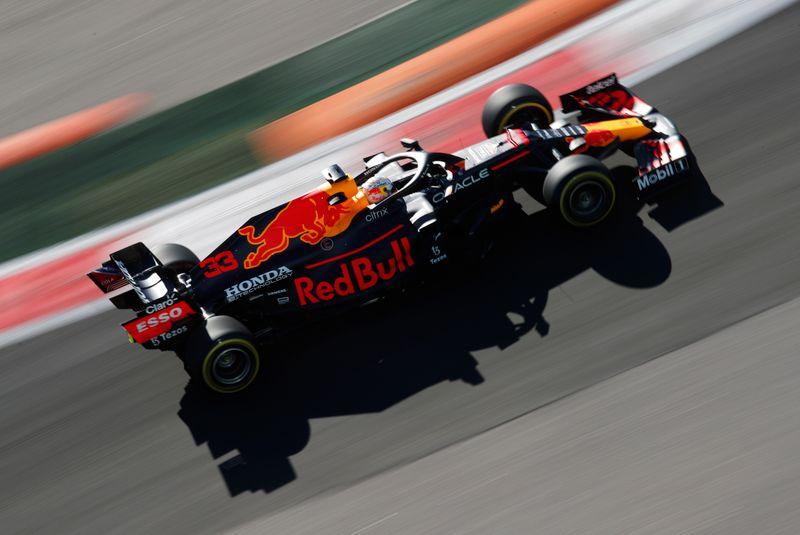 Les Mercedes dominent les deux premières séances, Verstappen dernier sur la grille